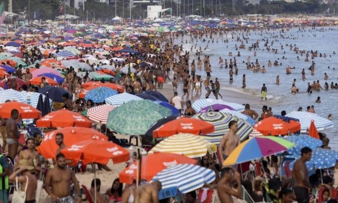 Pesquisadores britânicos apontam que contato em larga escala entre vacinados e variante de Manaus pode gerar mutações capazes de driblar totalmente a eficácia das vacinas Foto: RICARDO MORAES / REUTERS