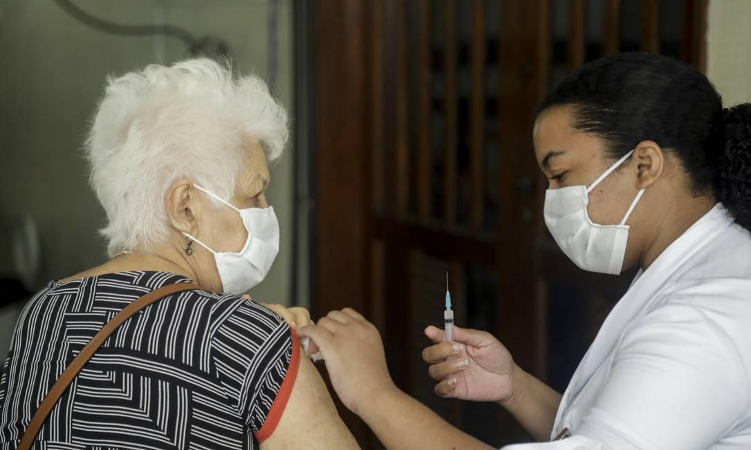 Municípios Região Metropolitana do Rio estão em fases diferentes da imunização Foto: Gabriel de Paiva / Agência O Globo