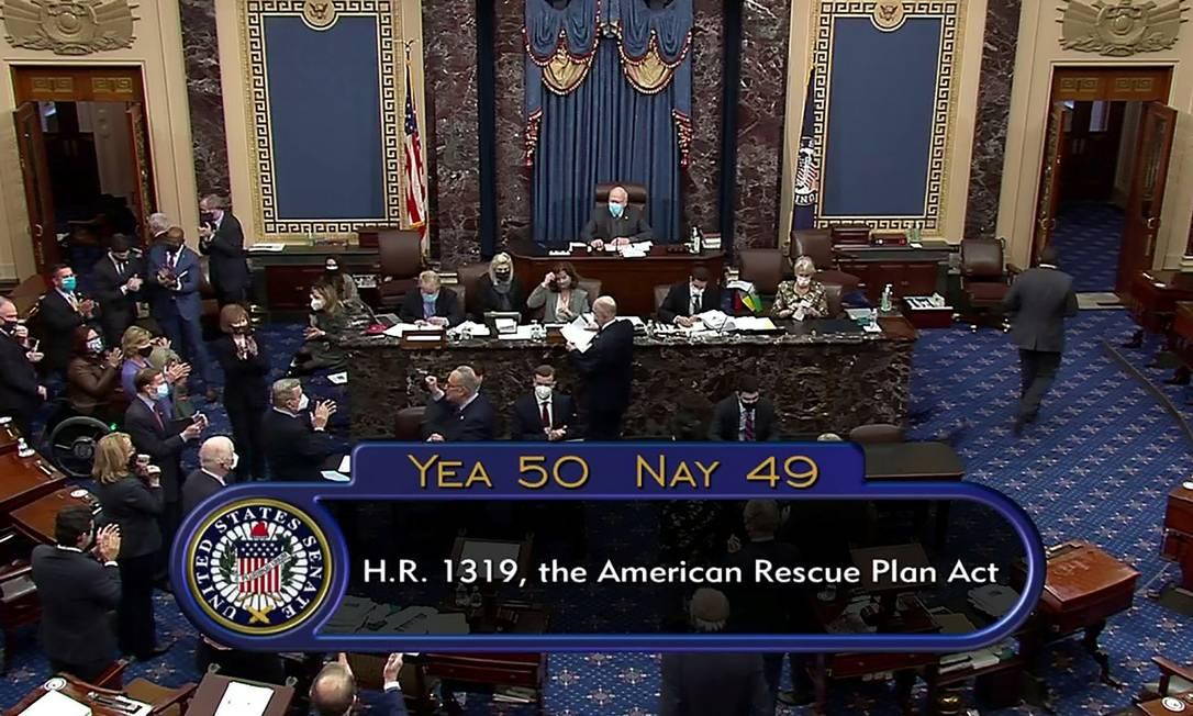 Placar final da votação do pacote de estímulo de US$ 1,9 trilhão nos EUA Foto: REUTERS TV / via REUTERS