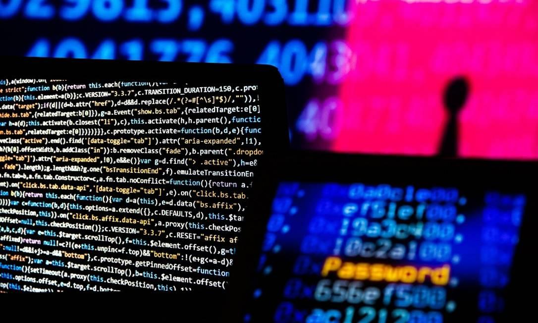 Fraudes eletrônicas cresceram na pandemia: no Brasil, foram registrados mais de 1,6 milhão tentativas de golpes no setor financeiro neste ano Foto: Bloomberg Creative Photos / Agência O Globo