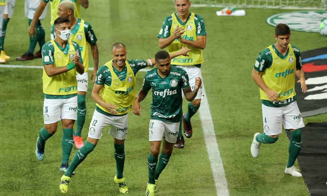 Wesley comemora o primeiro gol do Palmeiras sobre o Grêmio na final da Copa do Brasil Foto: CARLA CARNIEL / REUTERS