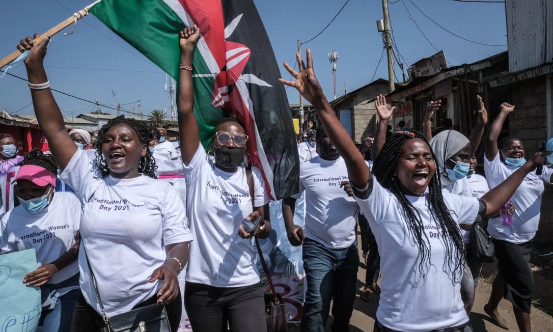 Defensoras dos direitos humanos de 26 organiza??es comunitárias marcham por direitos no Dia Internacional da Mulher, em Kibera, Nairóbi Foto: YASUYOSHI CHIBA / AFP
