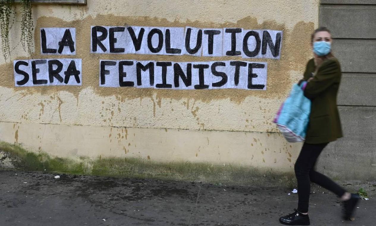 """""""A revolução será feminista"""", diz a pichação em muro em Rennes, oeste da França Foto: DAMIEN MEYER / AFP"""