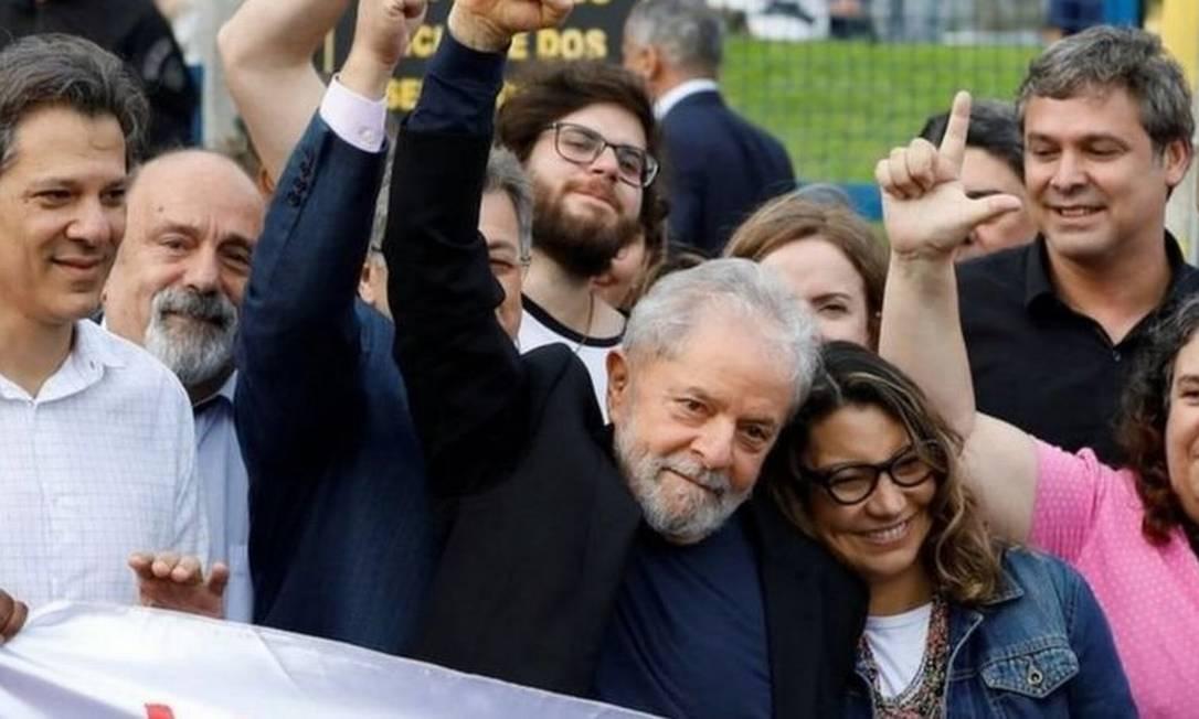 Bolsonaro e candidatos centristas devem ser afetados em caso de candidatura do petista em 2022 Foto: Reuters