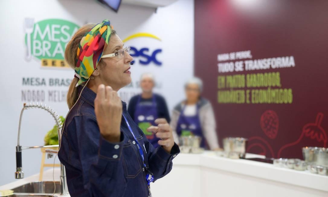 Cristine Ravizzini, nutricionista do Mesa Brasil, durante uma oficinal do Redes Gastronômicas no Rio Gastronomia 2019, antes da pandemia Foto: Divulgação/Casa da Foto