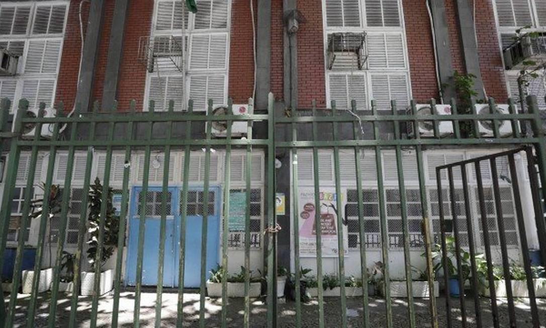 Escola municipal Roma, em Copacabana, com os portões fechados Foto: Gabriel de Paiva / Gabriel de Paiva