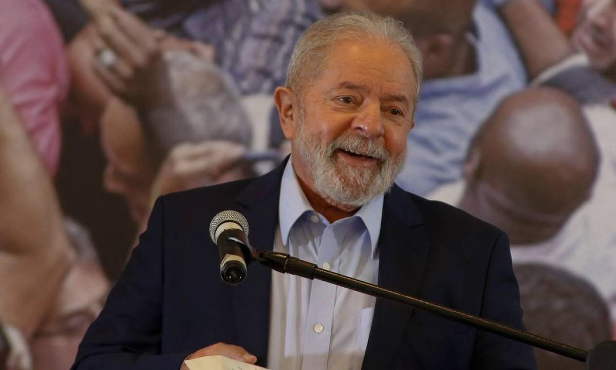 DISCURSO - Em discurso no Sindicato dos Metalúrgicos do ABC, em São Bernardo do Campo, Lula criticou duramente a gestão de Bolsonaro durante a pandemia e chamou o presidente de negacionista Foto: MIGUEL SCHINCARIOL / AFP - 10/03/2021
