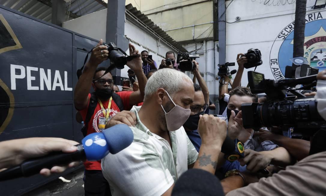 Belo deixando a cadeia de Benfica Foto: Gabriel de Paiva/18.02.2021 / Agência O Globo