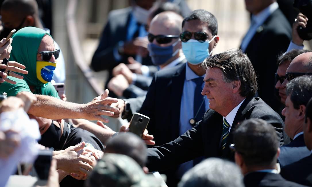 Jair Bolsonaro, na Solenidade do Dia da Pátria, no Palácio da Alvorada, cumprimentou apoiadores sem usar máscara Foto: Pablo Jacob / Agência O Globo - 07/09/2020