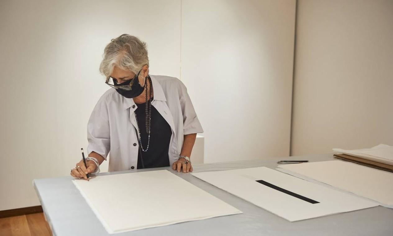 Beth Jobim na mostra 'A escolha do artista na Coleção Roberto Marinho Foto: Cadu Pilotto/Divulgação