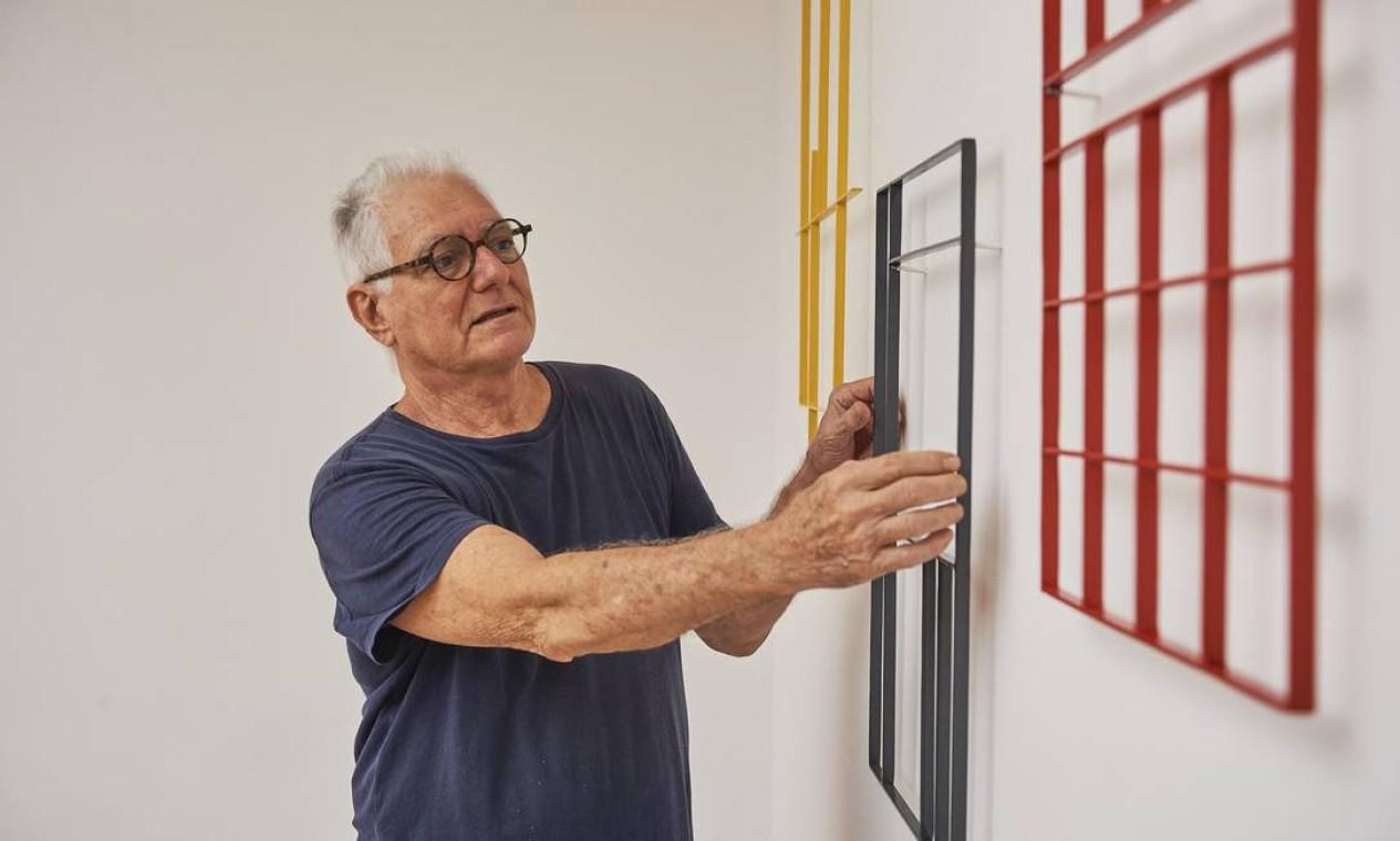 Antonio Manuel na mostra 'A escolha do artista na Coleção Roberto Marinho' Foto: Cadu Pilotto/Divulgação