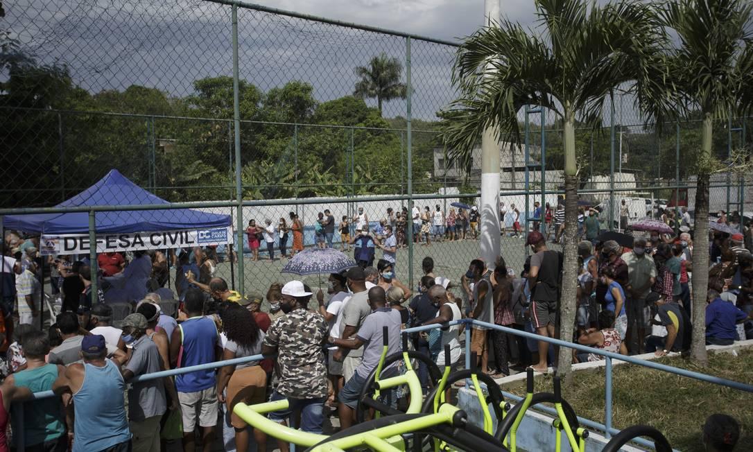 Fila para vacinação em Caxias Foto: Márcia Foletto/05.03.2021 / Agência O Globo