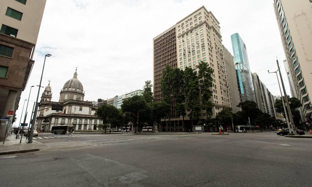 Avenida Presidente Vargas, próximo à Candelária, vista deserta em 20 de março de 2020 Foto: Brenno Carvalho / Agência O Globo - 20/03/2020