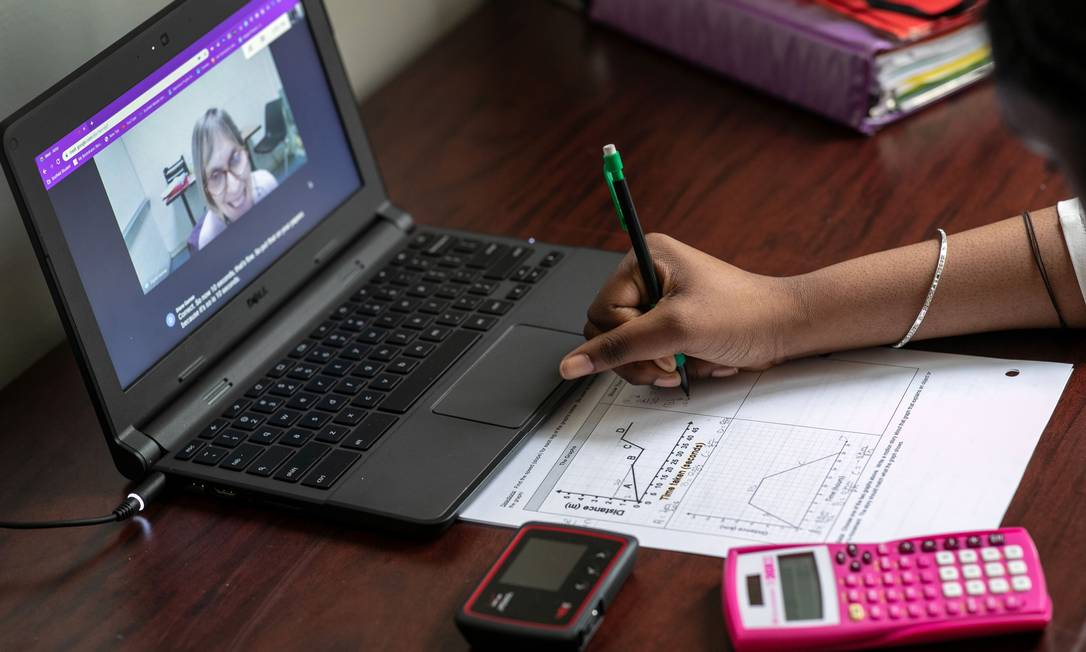 Espírito Santo, Goiás e Rio Grande do Sul abriram licitação para comprar Chromebooks para alunos da rede pública; Ceará investirá em tablets Foto: JOHN MOORE/AFP / JOHN MOORE/AFP