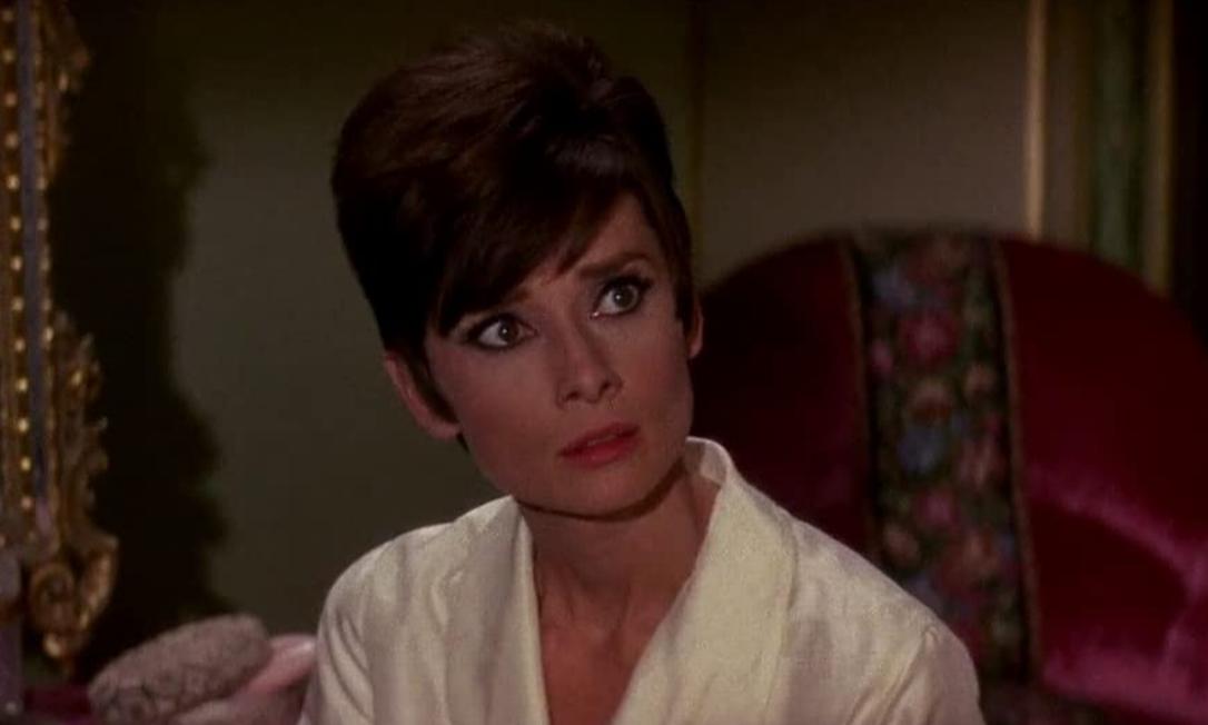 """Audrey Hepburn, 1993: Apesar da consolidada carreira de atriz, o Oscar póstumo de Hepburn foi um """"Prêmio Humanitário Jean Hersholt"""", dado pela Academia a artistas que tenham contribuições notáveis para causas sociais. Foto: Reprodução"""