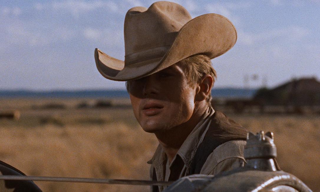 """James Dean, 1957: a segunda indicação póstuma do ator foi conquistada por """"Assim Caminha a Humanidade"""", também na categoria de melhor ator. Yul Brynner foi o premiado por """"""""O Rei e Eu"""". Foto: Reprodução"""