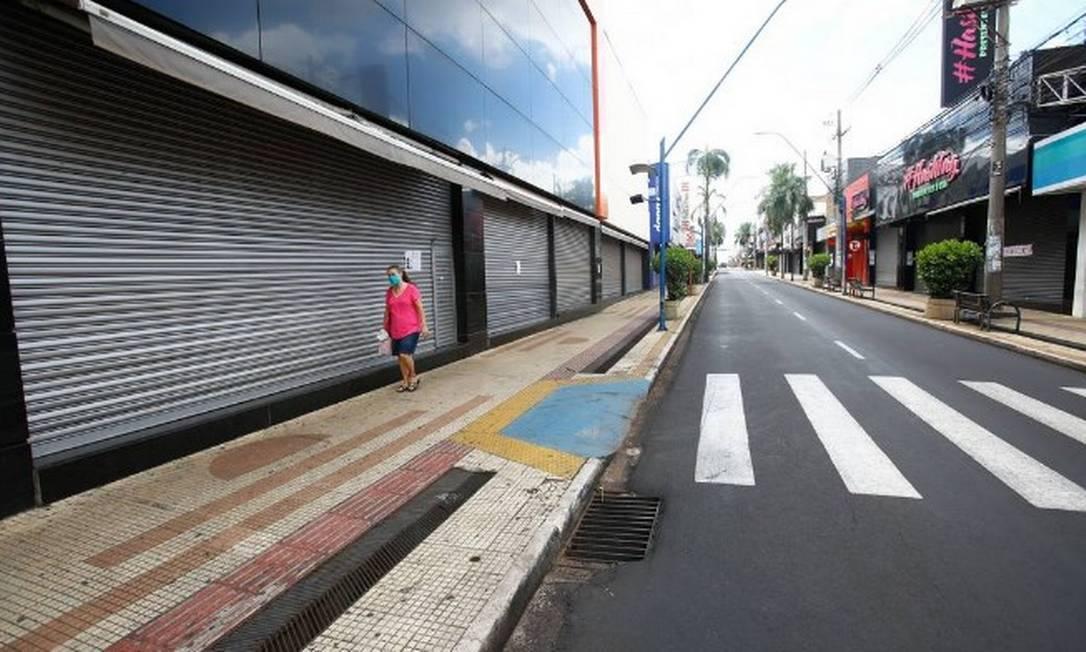 Rua do centro de Araraquara, no interior de SP, durante lockdown Foto: Joel Silva/Fotoarena/Agência O Globo