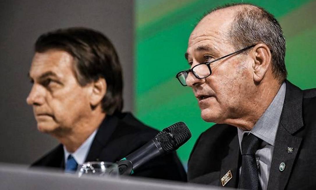 Jair Bolsonaro e o ministro da Defesa, general Fernando Azevedo Foto: Marcos Corrêa/PR