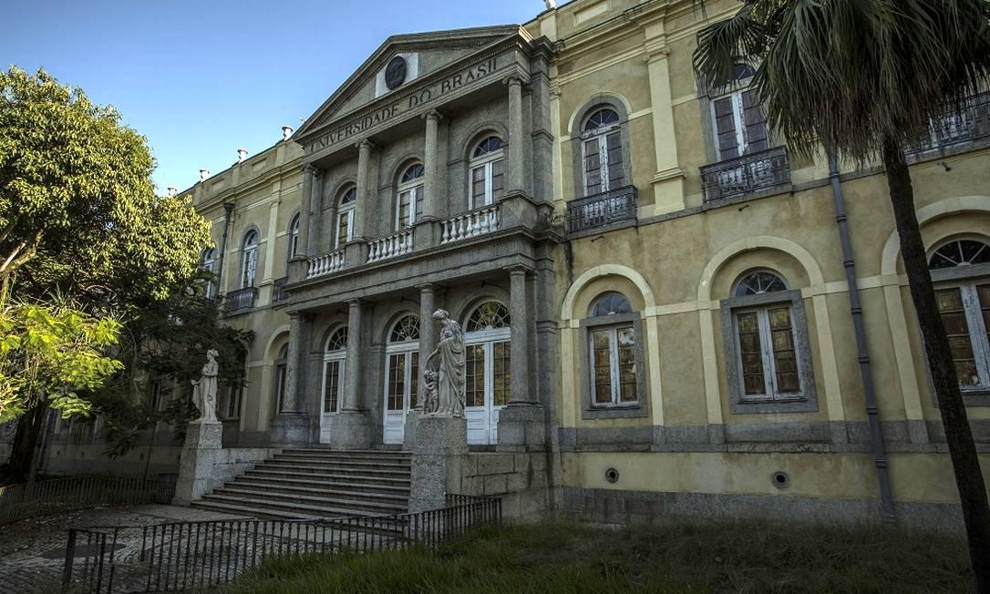 Fachada do prédio da UFRJ, campus da Praia Vermelha, na Urca. Foto: Guito Moreto / Agência O Globo