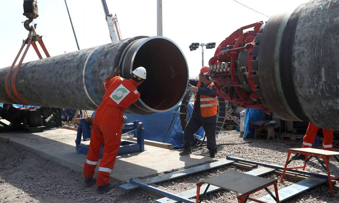 Tubulação sendo preparada para instalação no trajeto do Nord Stream 2, em Kingisepp, na região (oblast) russa de Leningrado Foto: Anton Vaganov / REUTERS
