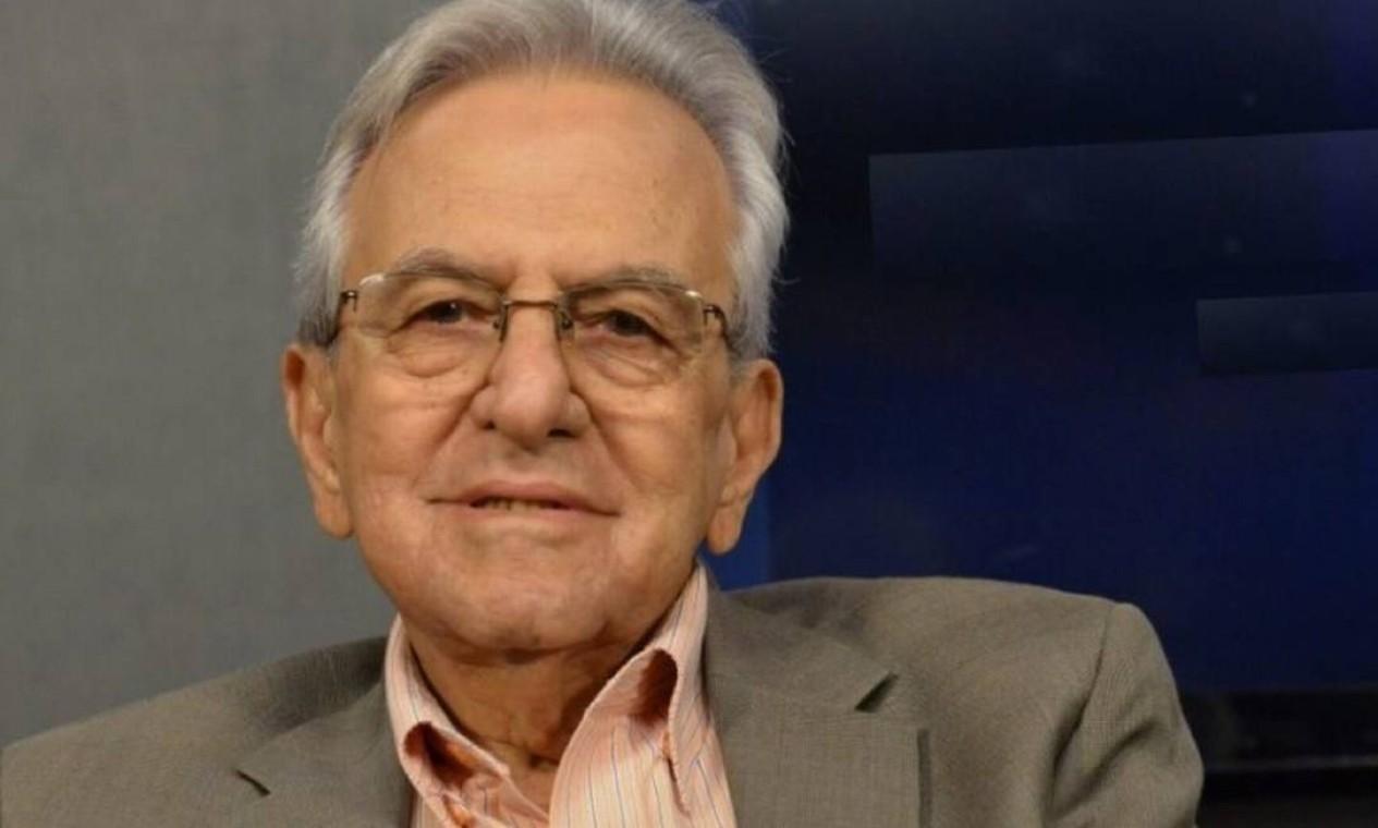 Helenês Cândido, de 86 anos, ex-governador de Goiás, não suportou três dias na fila por UTI. Ele estava sendo transferido para um leito em Caldas Novas. Ele estava internado em uma unidade de tratamento semi-intensivo, no hospital de campanha de Santa Helena