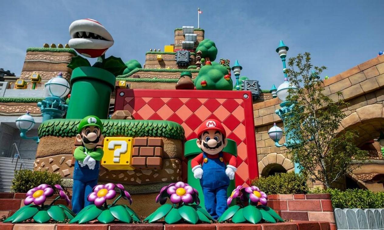O cenário da área Super Nintendo World reproduz em detalhes os jogos da franquia 'Super Mario Bros' Foto: PHILIP FONG / AFP