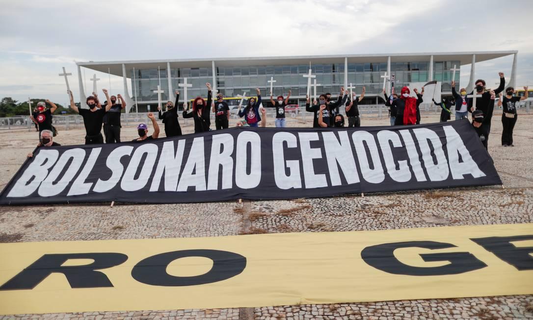 Manifestação contra o presidente Jair Bolsonaro, realizada em frente ao Palácio do Planalto Foto: Ueslei Marcelino/Reuters