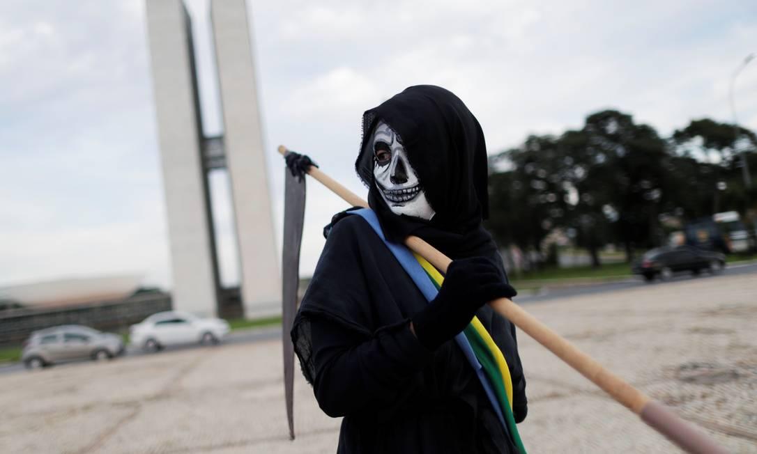Desta vez, a Polícia Militar acompanhou o ato, mas não fez qualquer interferência Foto: UESLEI MARCELINO / REUTERS