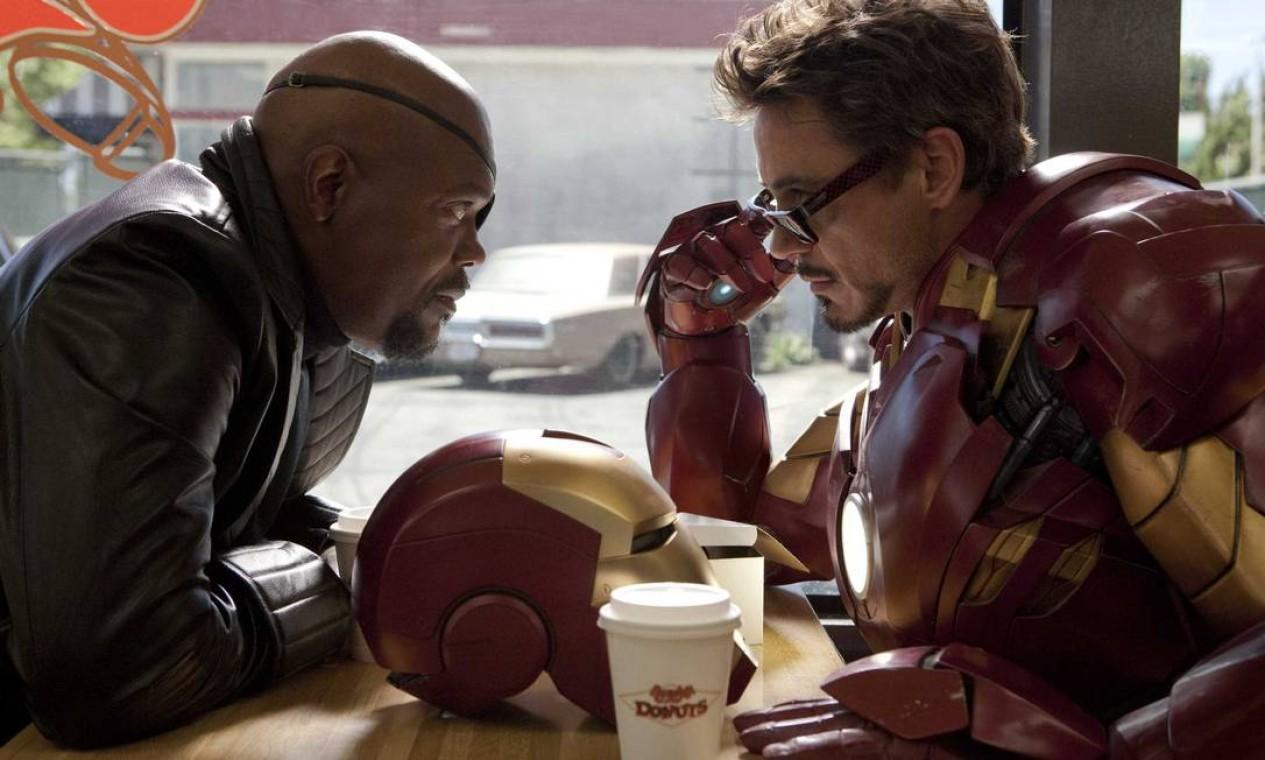 'Homem de Ferro 2' (2010): Com o mundo agora ciente de sua identidade como Homem de Ferro, Tony Stark deve lidar com o declínio de sua saúde e um homem louco vingativo ligado ao legado de seu pai. Foto: Reprodução