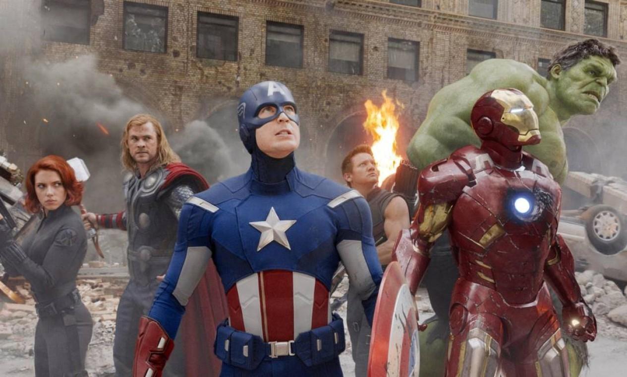 """'Os Vingadores' (2012): Último filme da """"Fase 1"""" do estúdio. Os heróis mais poderosos da Terra devem se unir e aprender a lutar em equipe se quiserem impedir Loki e seu exército alienígena de escravizar a humanidade. A Joia da Mente aparece pela primeira vez. Foto: Reprodução"""