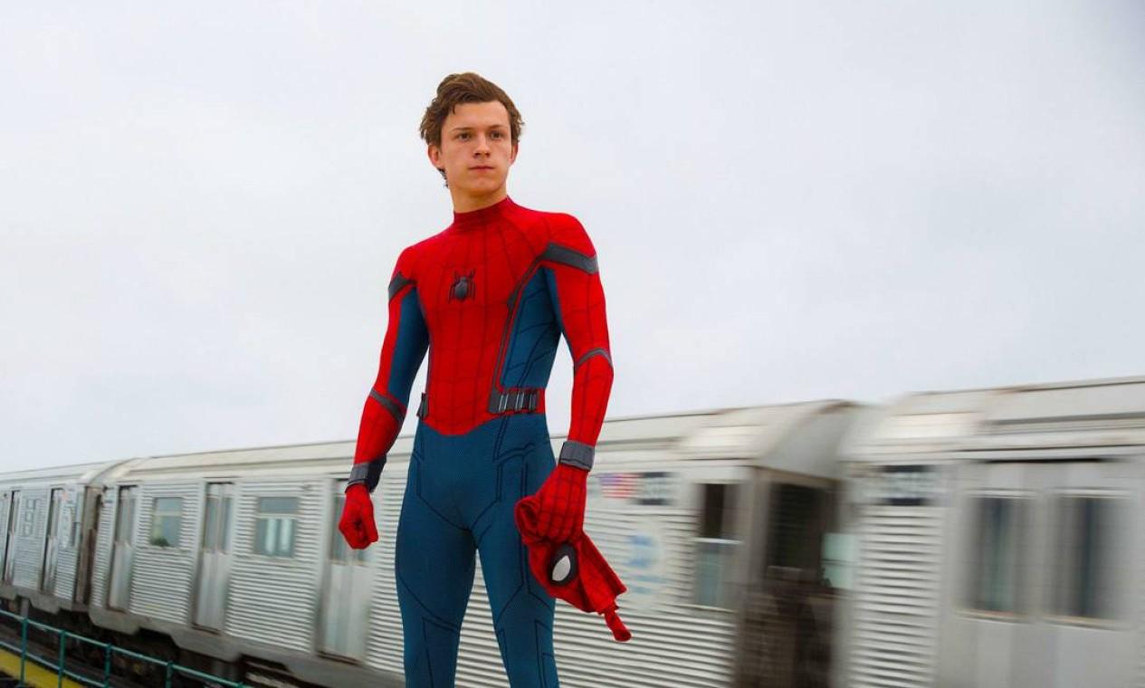 'Homem-aranha: De Volta ao Lar' (2017): Primeiro filme do herói produzido pela Marvel Studios (os anteriores eram da Sony). Peter Parker divide sua vida entre ser um estudante normal do ensino médio e um super-herói, e se encontra no meio de uma ameaça que ronda os céus da cidade de Nova York. Foto: Reprodução