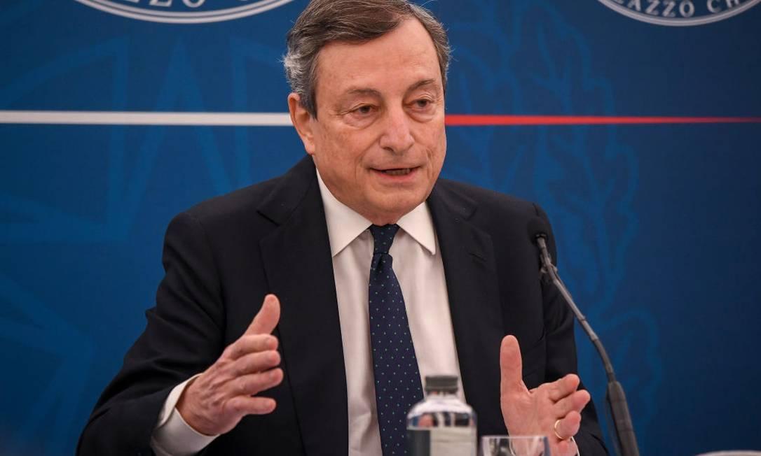 Mario Draghi, primeiro-ministro da Itália, decretou novo lockdown Foto: AM POOL / Getty Images