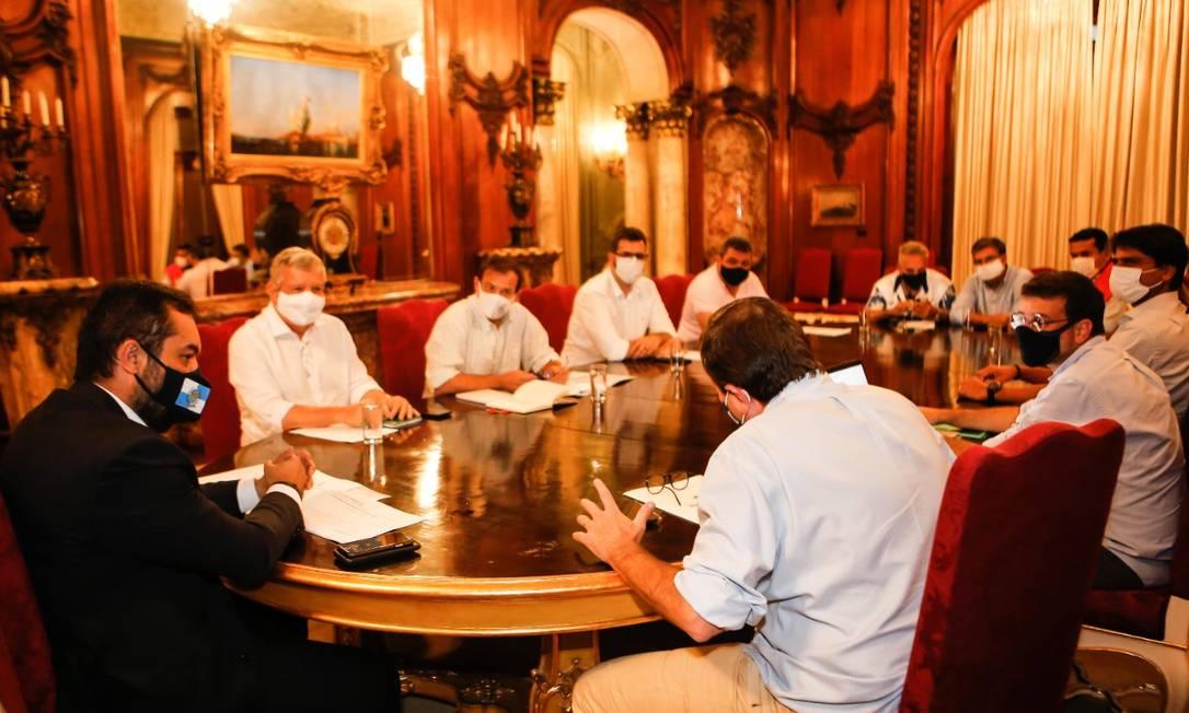 Prefeitos do Rio e Niterói reunidos com o governador em exercício Cláudio Castro Foto: Rogério Santanta - Governo do Estado