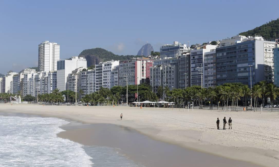 Praia de Ipanema deserta Foto: Marcia Foletto / Agência O Globo