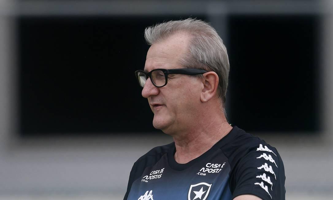 Renê Weber. Em dezembro de 2020, técnico e ex-auxiliar do Botafogo perdeu a luta para doença aos 59 anos Foto: Vitor Silva/Botafogo