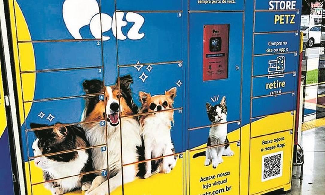 Lockers da Petz: o cliente faz a compra pelo site ou aplicativo, vai até uma loja física, insere o número do pedido e retira sozinho os produtos Foto: Divulgação/Petz