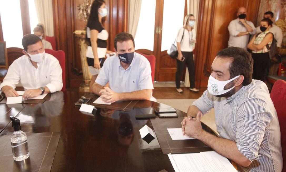 Governador Cláudio Castro em reunião com prefeitos do Rio e Niterói, Eduardo Paes e Axel Grael Foto: Rogerio Santana