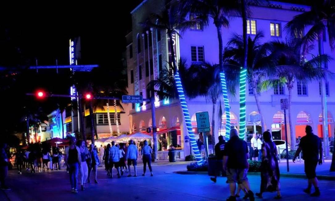 Em Miami Beach, o toque de recolher à meia-noite e as restrições à venda de bebidas alcoólicas continuam em vigor Foto: Reuters