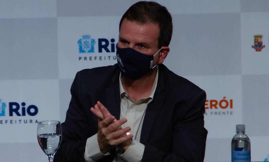Paes durante entrevista coletiva nesta segunda-feira para anunciar medidas restritivas Foto: Erica Martin/Agencia Enquadrar / Agência O Globo