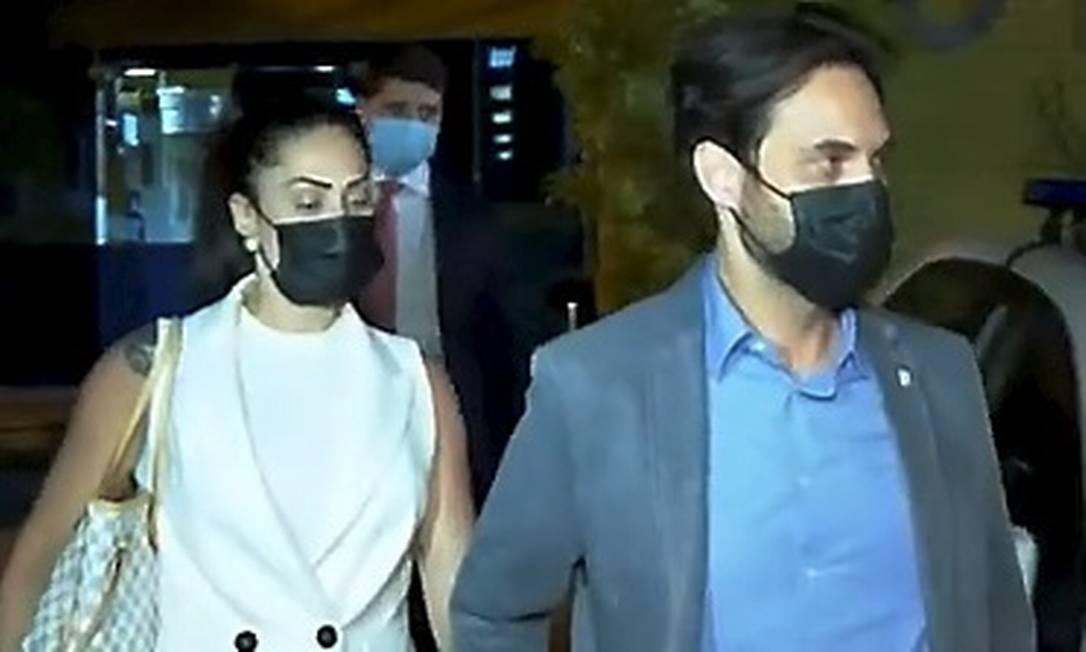 Monique e Doutor Jairinho: casal foi ouvido na delegacia da Barra Foto: Reprodução / TV Globo