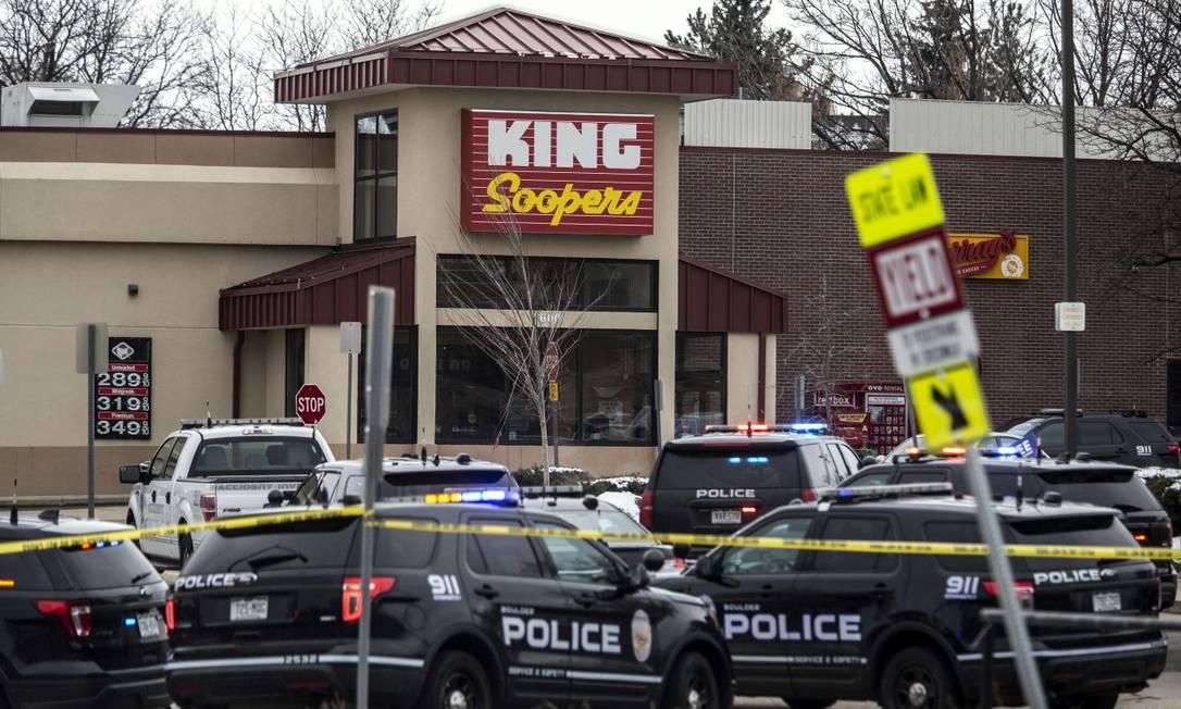 Cenas do massacre no mercado King Sooper, em Boulder, no Colorado; vítimas tinham entre 20 e 65 anos Foto: Chet Strange / AFP