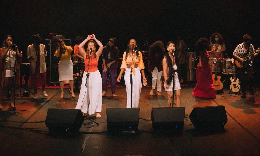 Reunindo 12 profissionais, o show do MANA foi gravado no Teatro Popular Foto: / Divulgação/Maria Clara Miranda
