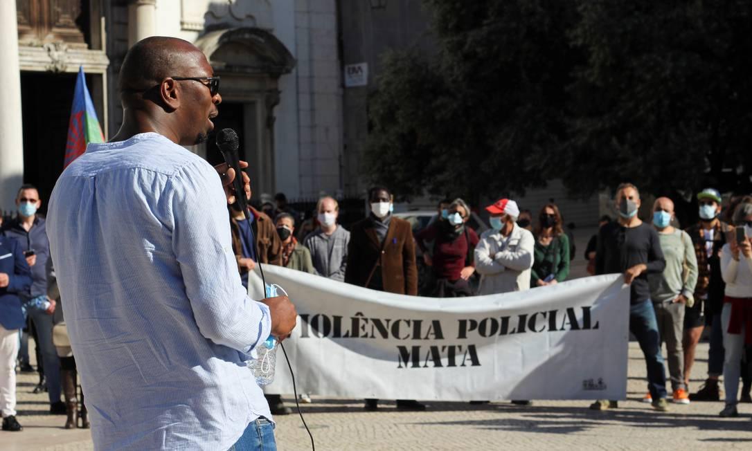 O ativista Mamadou Ba durante protesto em Lisboa: no mês passado, ele foi alvo de uma petição pedindo sua deportação Foto: CATARINA DEMONY / REUTERS