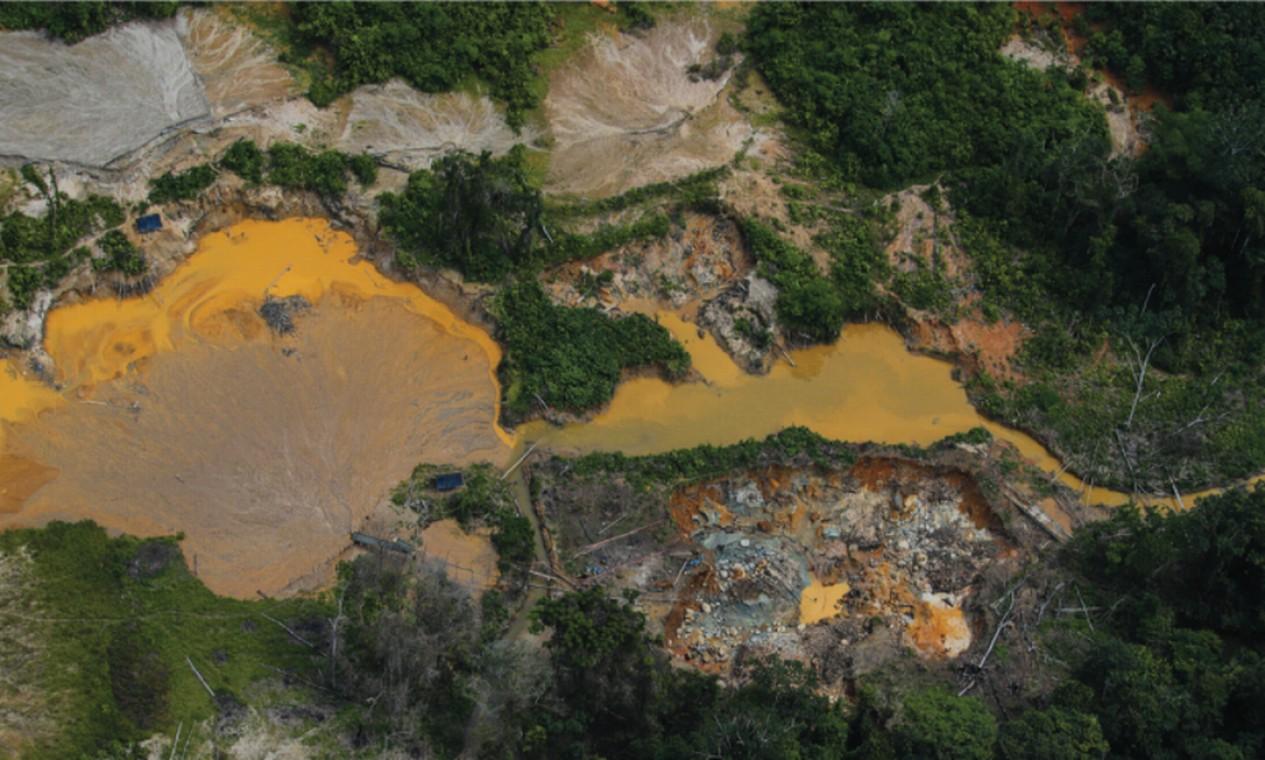 Foto aérea do garimpo semimecanizado no rio Parima, na Terra Indígena Yanomami, em dezembro de 2020 Foto: ISA/HAY