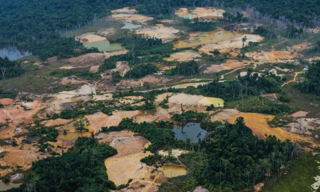 Vista aérea do tatuzão do Mutum, em dezembro de 2020, considerado o maior garimpo da Terra Indígena Yanomami Foto: ISA/HAY