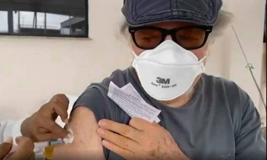 O ator Reginaldo Faria, de 83 anos, já recebeu as duas doses da vacina contra o coronavírus Foto: Reprodução