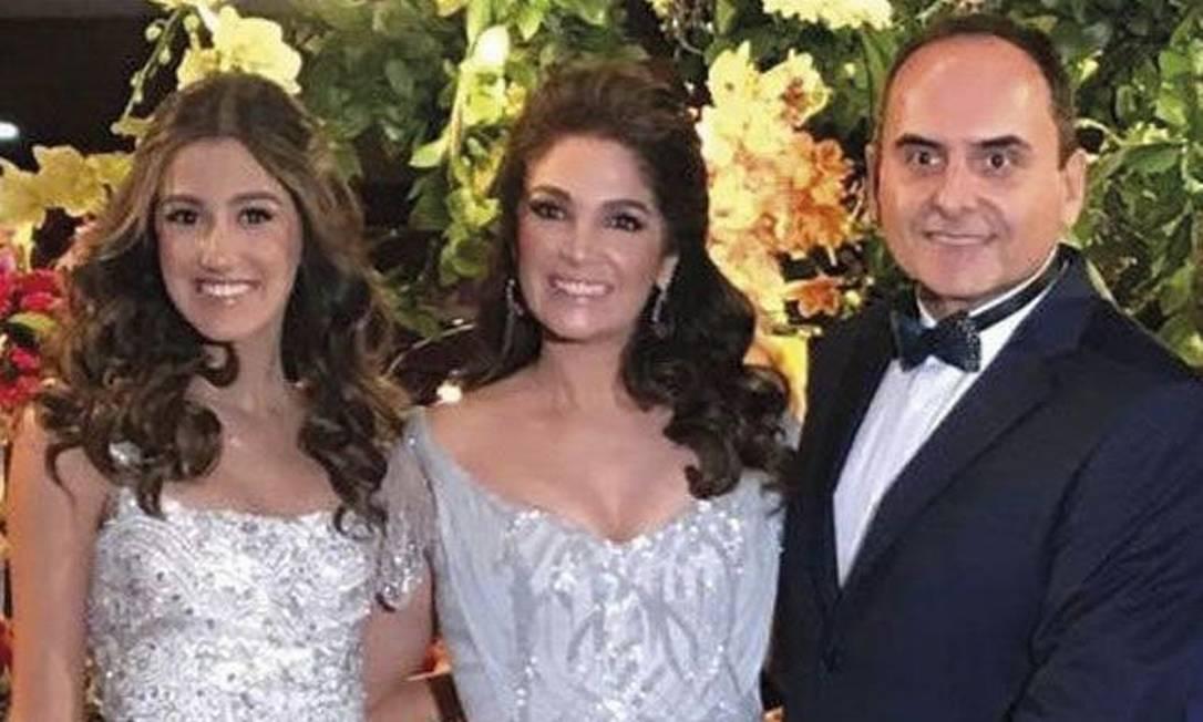 Gabriela com os pais Dirley e Daniela Foto: Reprodução