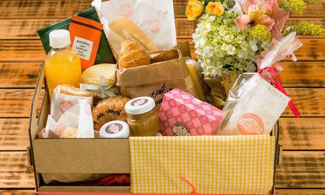 No Carolina Sales, a cesta média (R$ 290) e a grande (R$ 390) têm pães e um cookie. Delivery: 99762-6876 ou pelo aplicativo da marca Foto: Divulgação / Filico