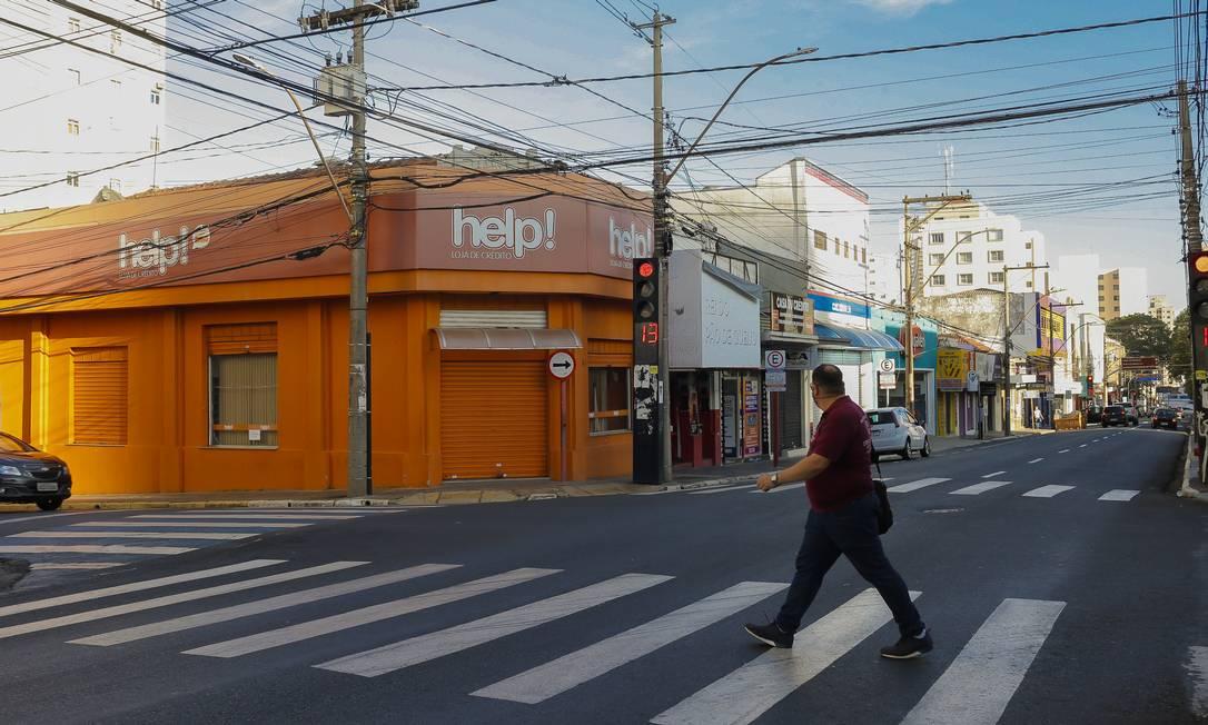 Rua de Araraquara (SP) durante o período de lockdown na cidade, em 12 de março de 2021 Foto: Edilson Dantas / Agência O Globo