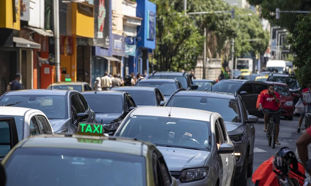 Movimentação de carros foi intensa em Botafogo, na Zona Sul do Rio Foto: Ana Branco / Agência O Globo